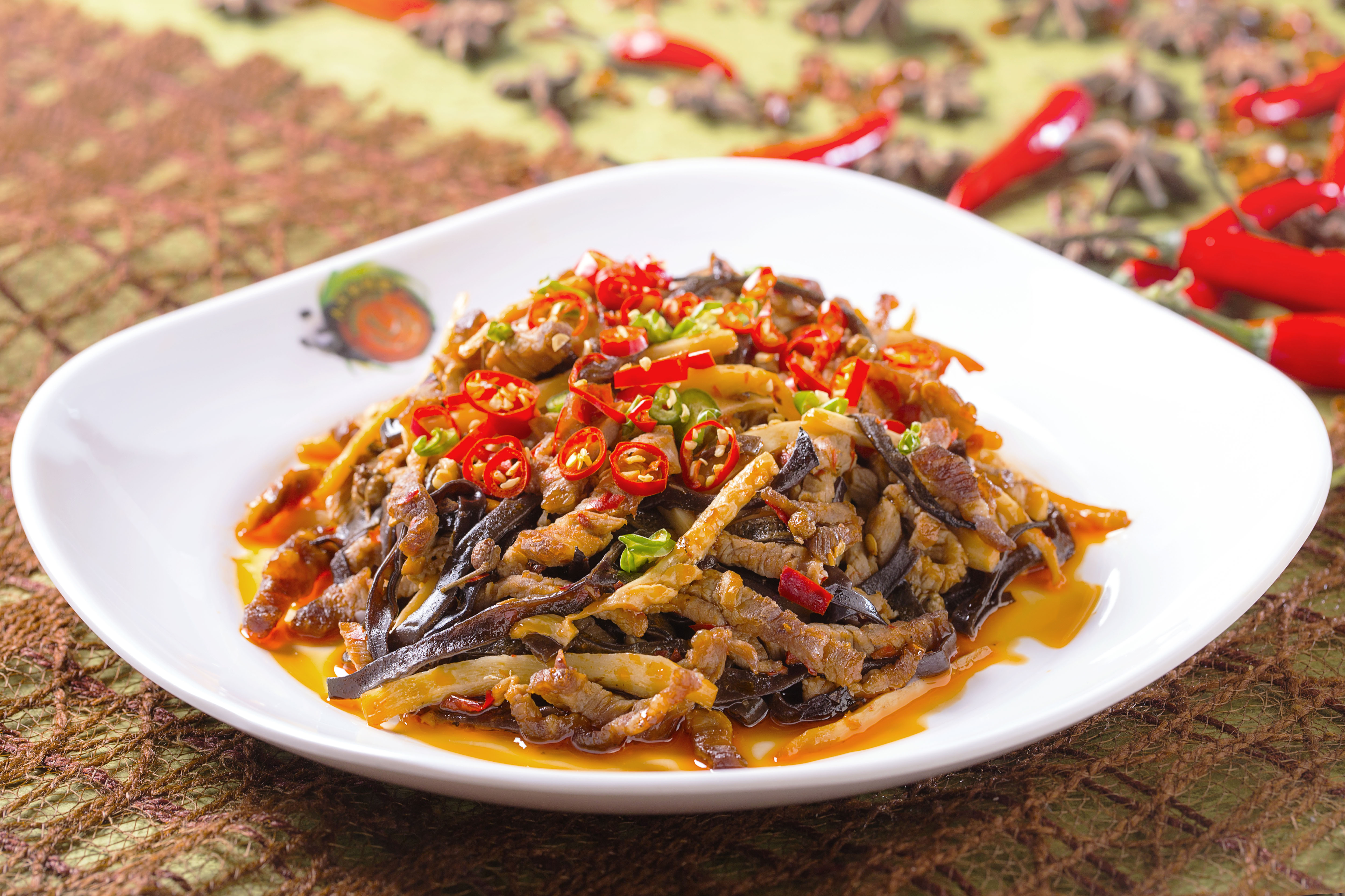Sautéed Shredded Pork in Spicy and Chili Sauce