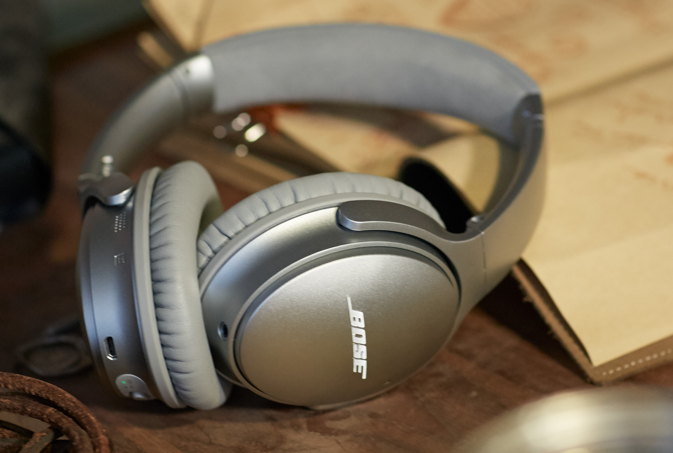 QuietComfort 35 wireless headphones - Silver 2